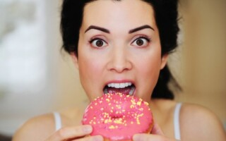 Еда, как компенсация при стрессе. Как справиться с заеданием проблем?