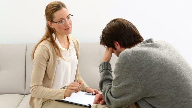 Пациент на приеме у психотерапевта
