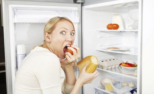 Хронический стресс приводит к перееданию